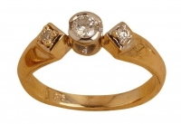 Ladies Ring - 1 x (0.14 ct) 2 x (0.25 ct) Round - Click for more info
